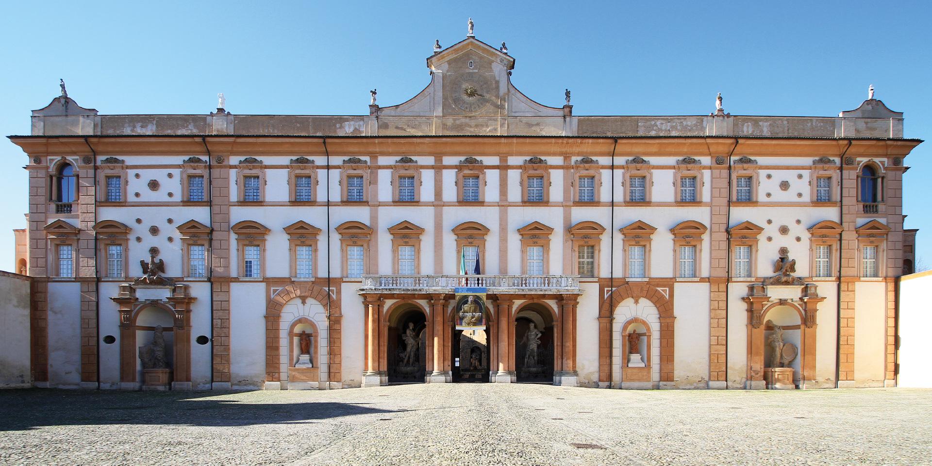Facciata su Piazzale della Rosa - palazzo ducale